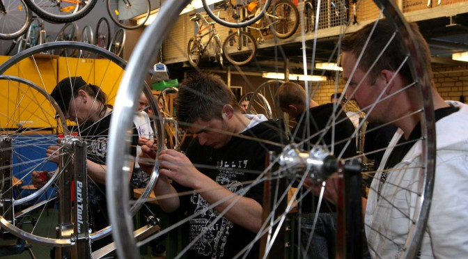 Fahrräder einspeichen