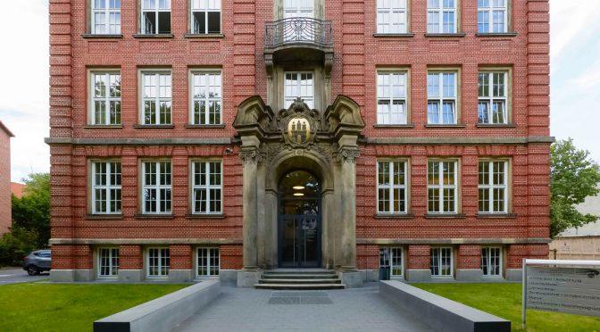 Eingang Altbau der Beruflichen Schule Fahrzeugtechnik