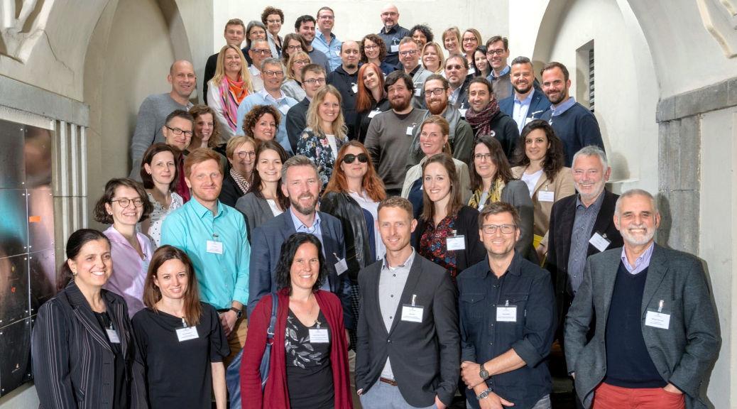 """Abgebildet sind die Teilnehmerinnen und Teilnehmer am ersten Netzwerktreffen """"Schule in der digitalen Welt"""""""